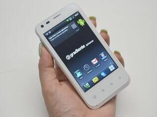 Gradiente iphone Neo One GC500, um dos modelos com mesmo nome do smartphone da Apple lançado no Brasil