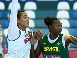 Jogadoras seguem treinando no ginásio em São José dos Campos, no interior de São Paulo
