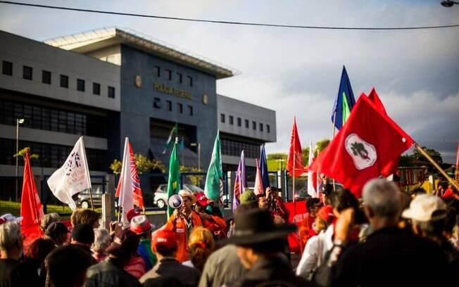 Militantes do PT estão se organizando para ir a Curitiba acompanhar a possível soltura de Lula