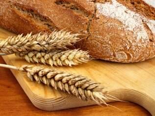 O glúten é uma proteína presente em inúmeros alimentos, principalmente naqueles à base de trigo, e é nociva aos celíacos