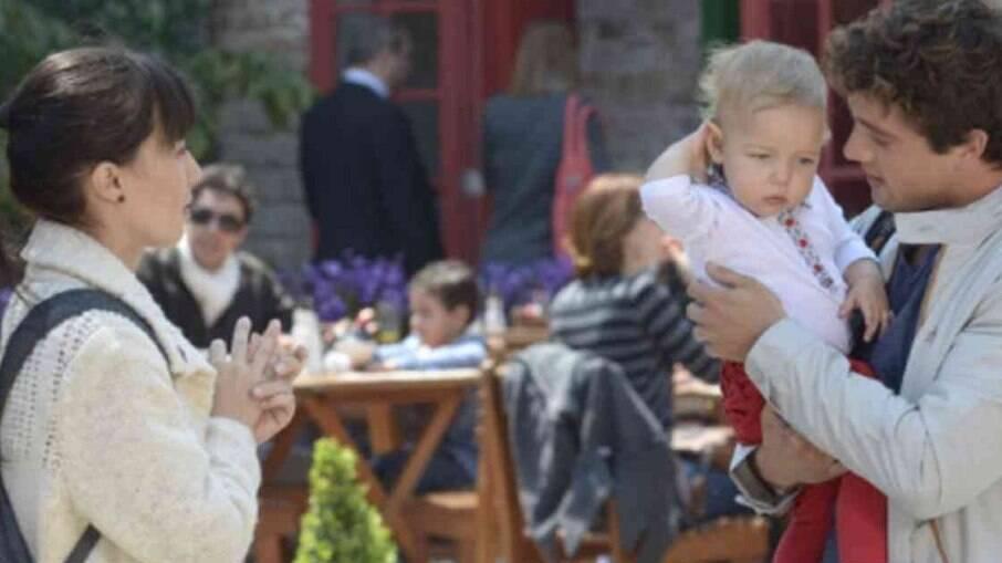 Rodrigo começa a suspeitar que Júlia seja sua filha com Ana