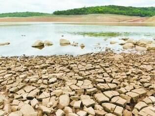 Vazio.  Nível de importantes represas, como Serra Azul, em Juatuba, está muito baixo e pode faltar água para abastecer população