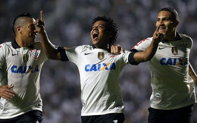 Romarinho comemora gol do Corinthians contra  o San Jose