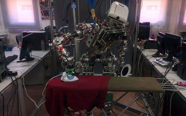 Pesquisadores desejam ensinar o robô TEO a realizar outras tarefas, como dobrar as roupas