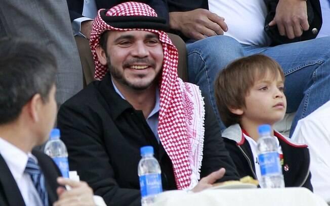 Acompanhando do filho, o príncipe Ali bin  Al-Hussein viu de perto a vitória da Jordânia  sobre o Japão