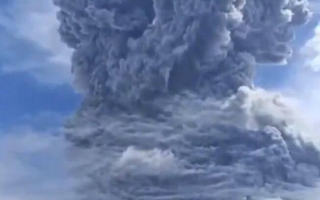 É a segunda erupção do Monte Sinabung em três dias.