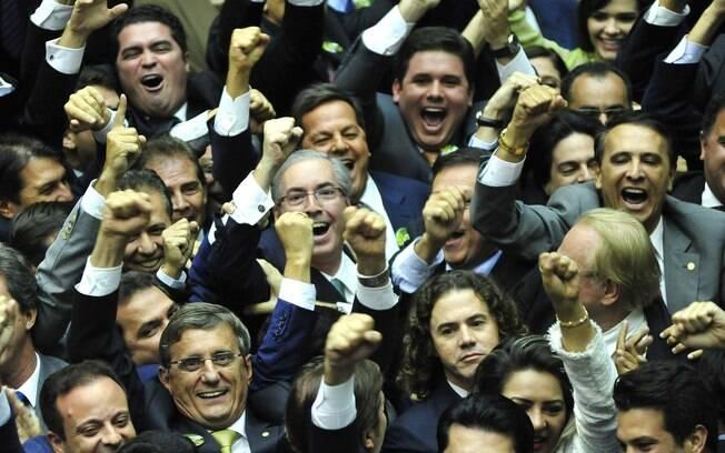 Eduardo Cunha comemora sua eleição à presidência da Câmara dos Deputados, em 1º de fevereiro
