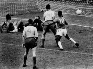 Lance da final de 1958, vencida por 5 a 2 pelo Brasil
