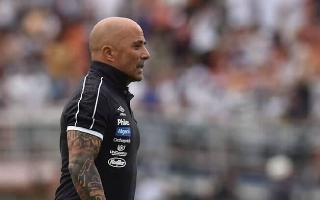 Jorge Sampaoli é ponto fora da curva no futebol brasileiro