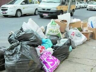 Prejuízo. Um dos bairros mais prejudicados é o Caiçara, onde há ruas sem coleta há duas semanas