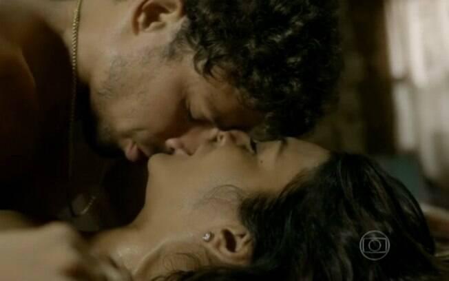 Na noite desta terça-feira (7) Leandro conquista outra mulher: Isabel Favais (Patrícia Pillar)