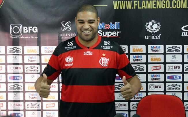 Adriano foi apresentado no Flamengo, clube  que defenderá pela terceira vez na carreira