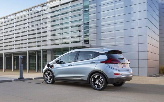 As baterias de íon-lítio gera energia elétrica o suficiente para que o Bolt tenha autonomia de 383 km, conforme a GM