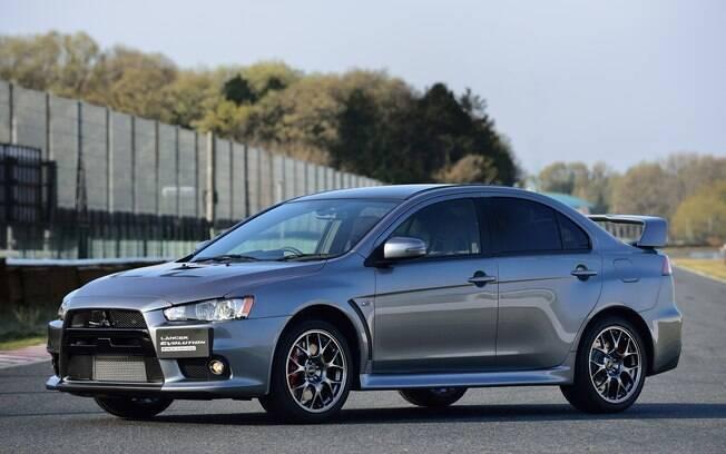 O Mitsubishi Lancer Evo faz muita falta entre os esportivos. Sua rivalidade com o Impreza STI é quase um