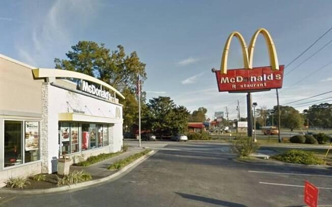 Mulher atirou dentro de fast food após receber batatas fritas geladas
