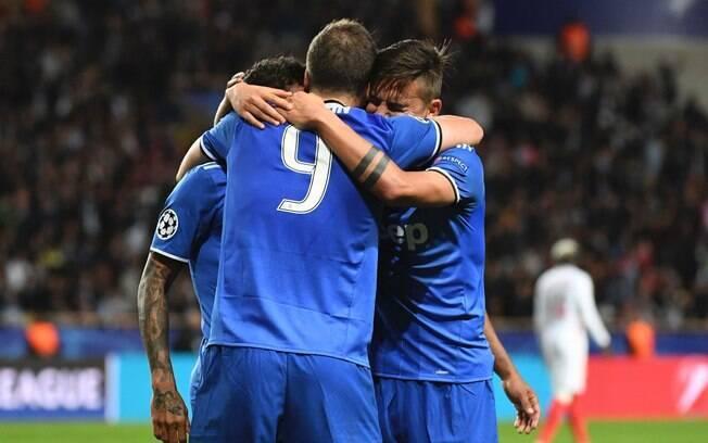 Jogadores da Juventus comemoram segundo gol sobre o Monaco