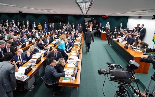 CCJ da Câmara deve analisar o texto da nova Previdência nesta terça; veja o que foi aprovado ontem