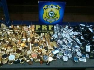 Os contrabandista escondeu as mercadorias nas caixas de ar de ambos os lados do carro