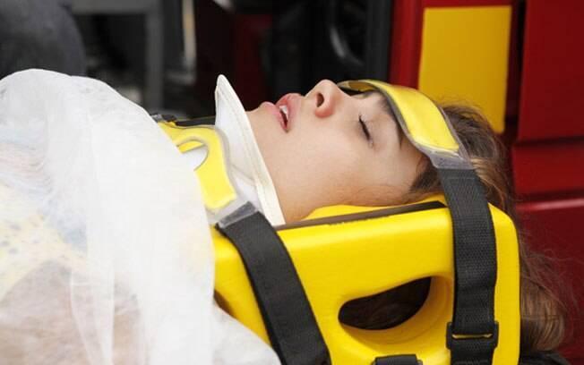 Amália sofre acidente de carro