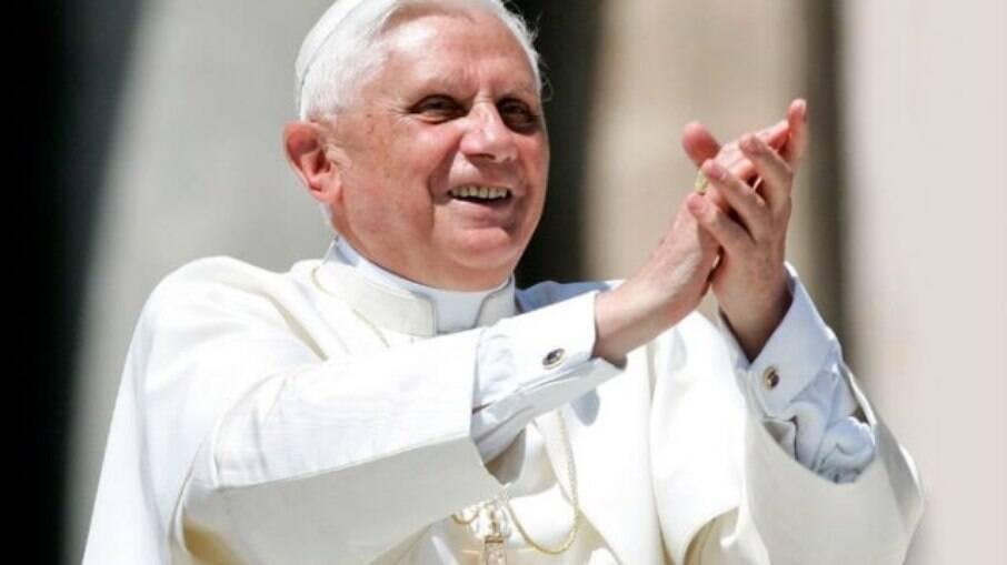 O Papa emérito fez críticas diretas ao casamento entre pessoas do mesmo gênero em seu novo livro, que conta com prefácio escrito pelo Papa Francisco