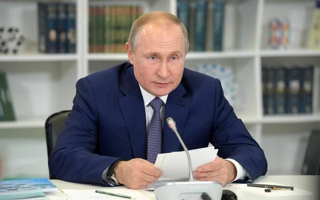 Putin disse que mudança deverá ser discutida.