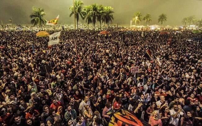Ator Wagner Moura discursa contra Temer e reformas durante protesto no Rio