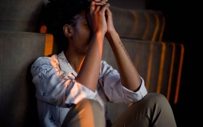 De acordo com a OMS%2C a saúde mental feminina é afetada por fatores externos - socioculturais%2C econômicos%2C de infraestrutura ou ambientais.