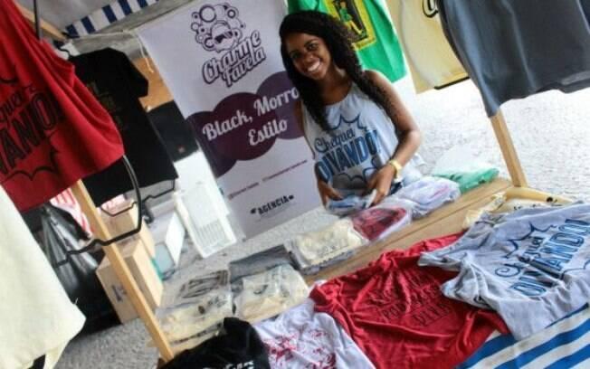 Larissa Brito criou uma marca de camisetas e administra o negócio com quatro amigos