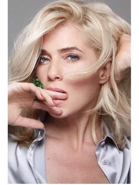Letícia Spiller relembra ensaio fotográfico sensual e ganha chuva de elogios de seus amidoradores