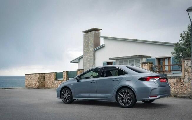 O Toyota Corolla preservará o tamanho da geração atual quando for renovado