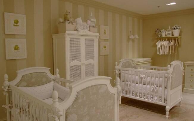 Cuidar do espaço de circulação é essencial na hora de decorar. Quando não for possível ter dois berços, use separadores de espuma entre os bebês