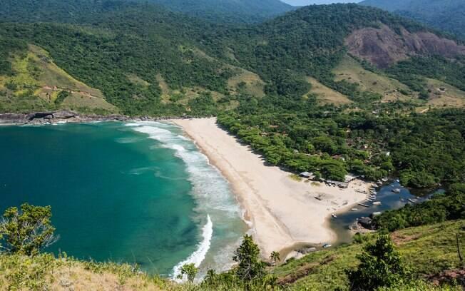 Não é possível chegar à Praia do Bonete de carro, mas o passeio com flexboat ou a trilha que levam até o local valem a pena