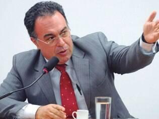 Pediu para sair. Com a renúncia do mandato, André Vargas deverá ficar inelegível até fevereiro de 2023, com base na Lei da Ficha Limpa