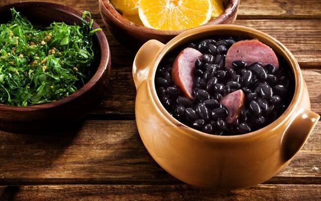 Receitas saudáveis: feijoada pode ser feita com carnes sem gordura para ficar mais leve do que a tradicional