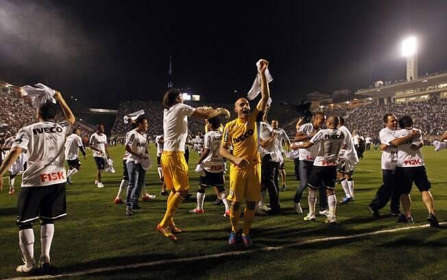 Jogadores do Corinthians comemoram título  inédito da Libertadores
