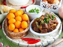 Carne serenada, creme de mandioca e bolinho de angu
