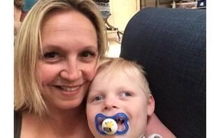 """Mãe conta como descobriu síndrome de Angelman no filho: """"Um momento assustador"""""""