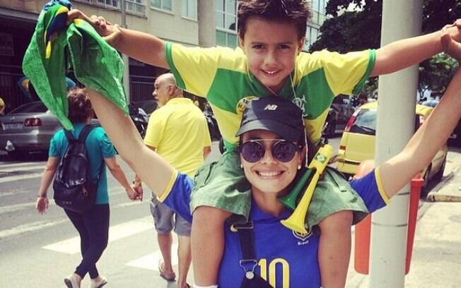 Juliana Knust e o filho Matheus