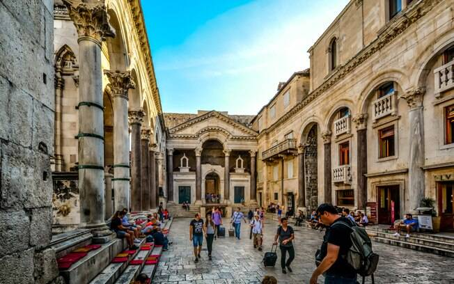 O Palácio de Diocleciano não pode faltar em um roteiro de turismo pela Croácia, sendo um monumento marcante
