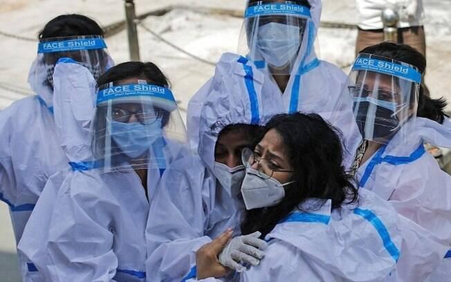 Covid: as imagens que revelam o colapso na Índia na pandemia