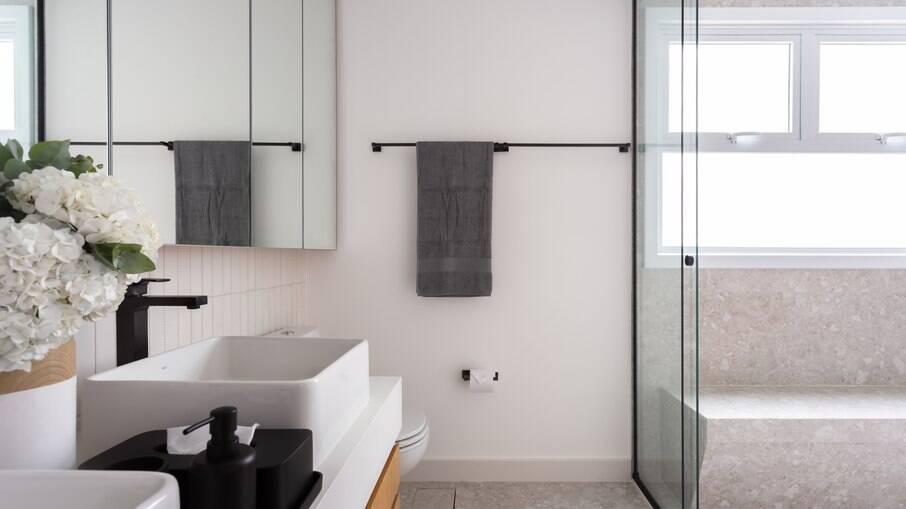 A estrutura confere uma aparência mais clean e moderna à decoração no projeto assinado pelas arquitetas do Studio Tan-gram