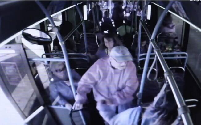Após ficar um mês internado, idoso não resistiu e morreu após ser empurrado de ônibus