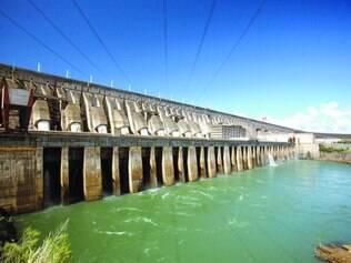 Crise,  Com estiagem, hidrelétricas brasileiras não suprem a demanda nacional por energia