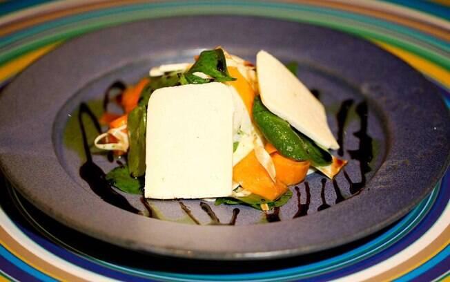 Foto da receita Salada de pupunha e abóbora com vinagrete de mel de engenho pronta.