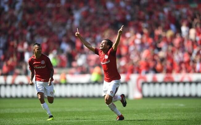 Camilo comemora o gol que deu a vitória para o Internacional