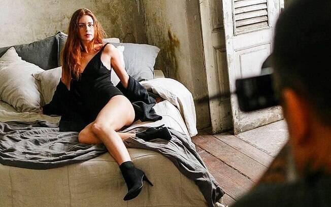 Marina Ruy Barbosa mostra sensualidade em diversas campanhas publicitárias