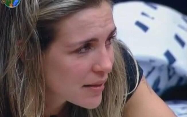Joana Machado chora sobre a carta que ganhou do pai