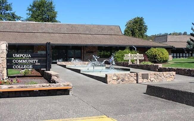 Imagem da faculdade onde ocorrerau o massacre; Umpqua Community College fica em Oregon