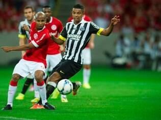 Wellington Silva (E) foi um dos destaques da vitória