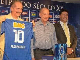 Aldo Rebelo ganhou camisa do Cruzeiro personalizada